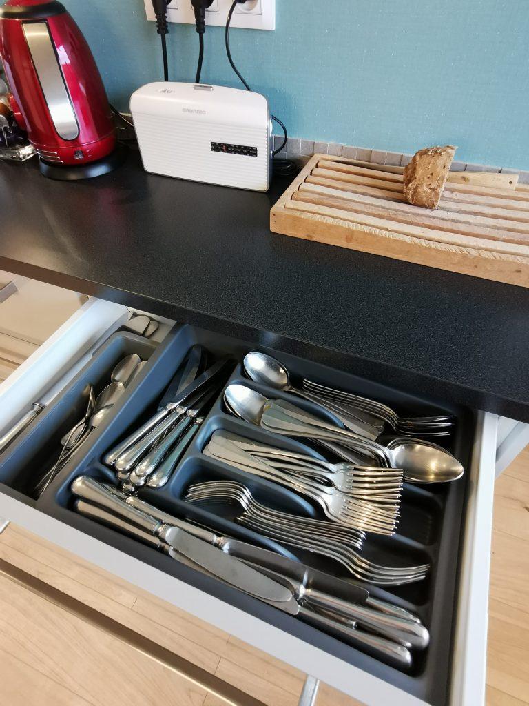 7 étapes pour trier la vaisselle.